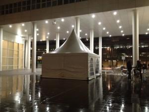 Slapen in een tent voor het stadhuis