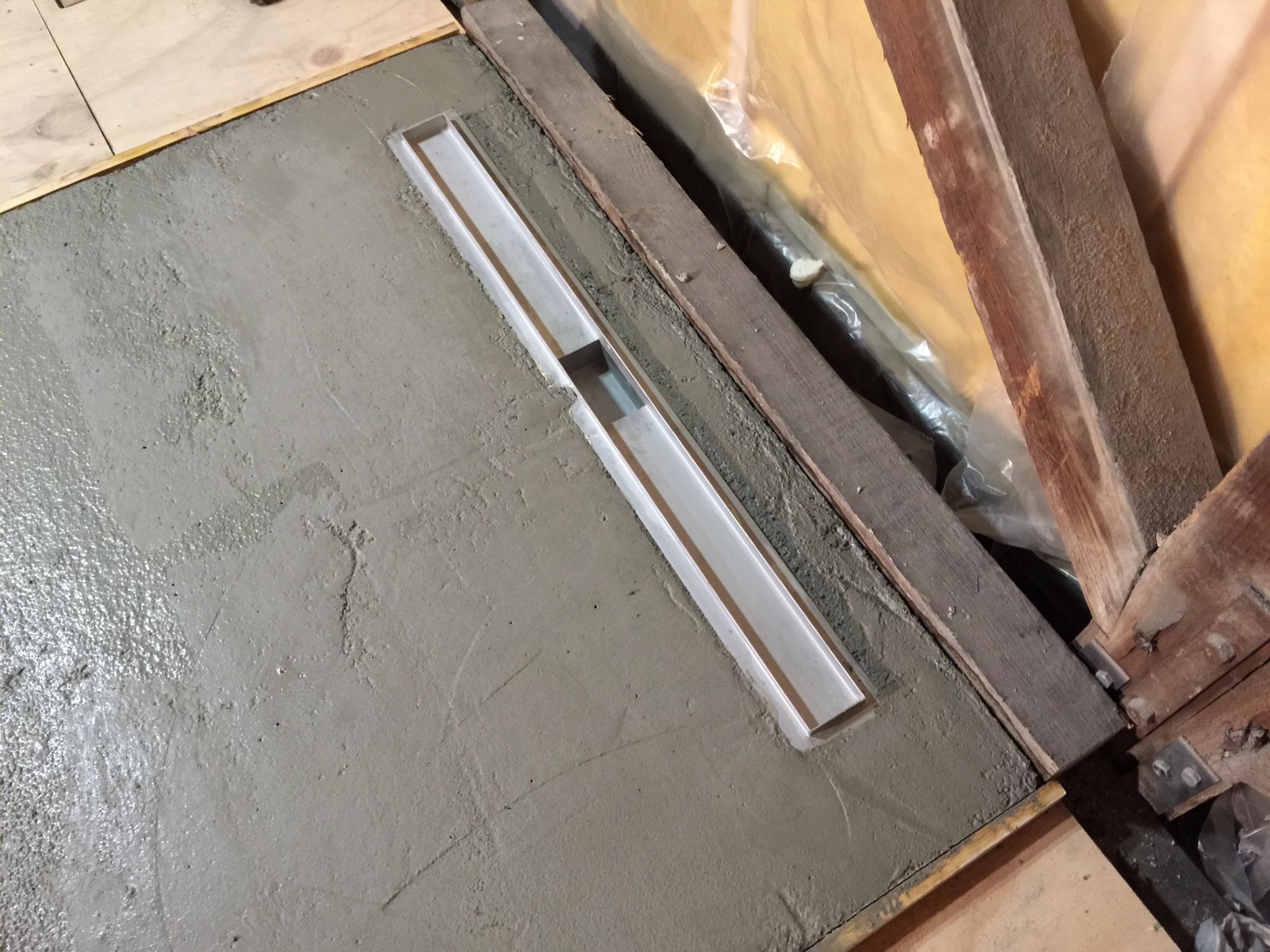 Badkamer Vloer Beton : Badkamervloer in beton gegoten met zwaluwstaartplaten duinstraat 10